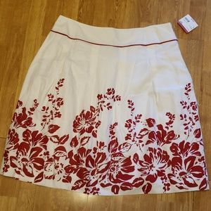 NWT white with red floral lined summer skirt sz18